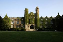 Colleges-wagner-college-campus-ivy-main-hall-guidejpg-6170af3d84848f46